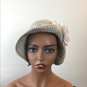 Handmade women's crochet Brimmed hat.